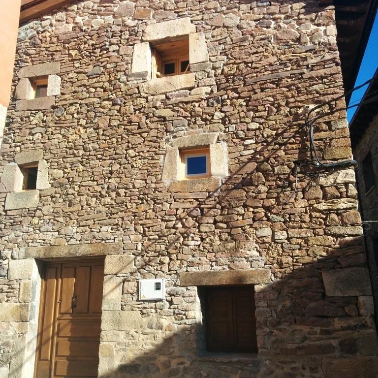 rehabilitación de vivienda, viniegra · fachada · arquible